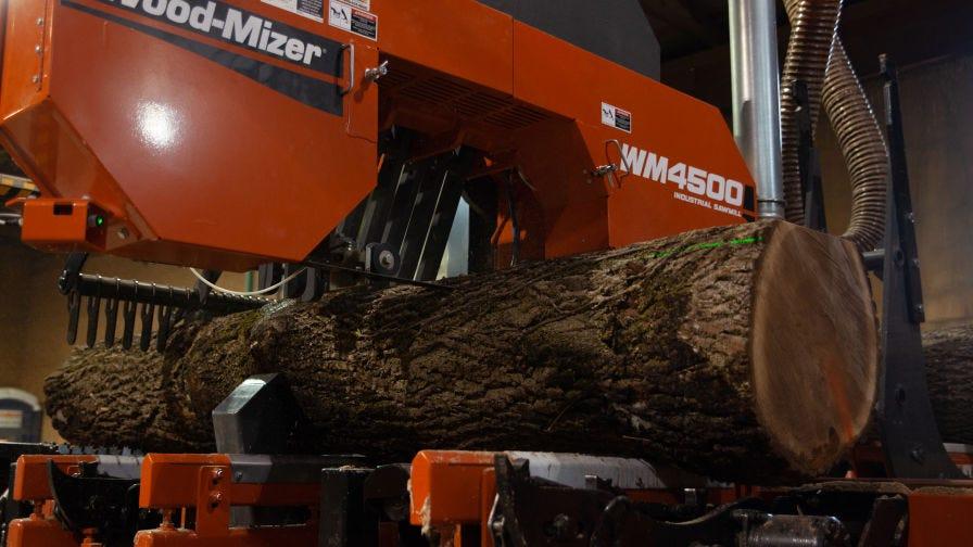 WM4500 Industrial Sawmill cutting