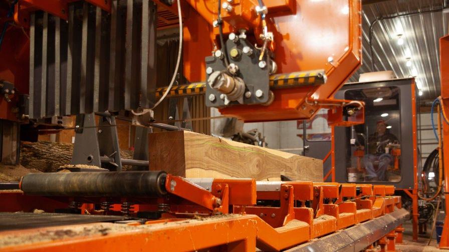 WM4500 Industrial Sawmill backside cutting