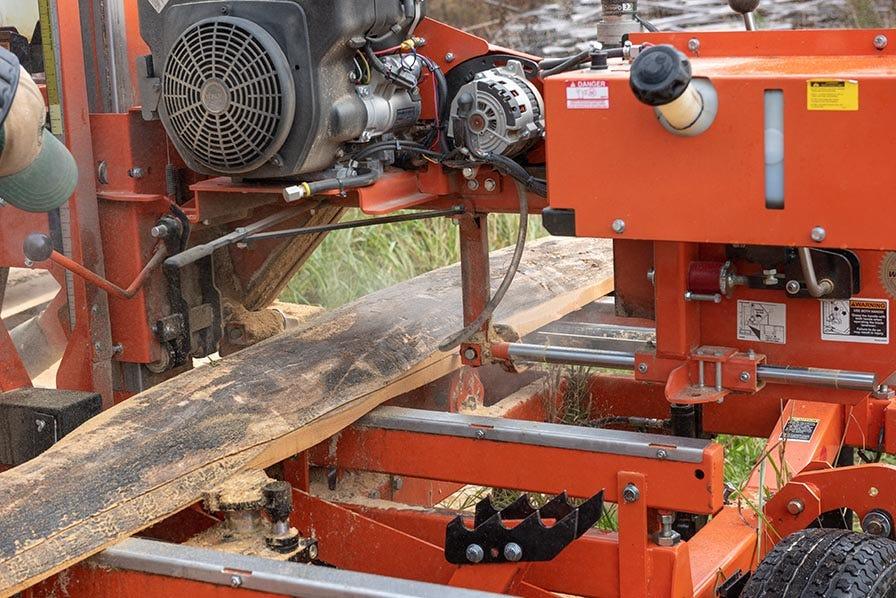 Wood-Mizer LT35 Hydraulic Sawmill cutting