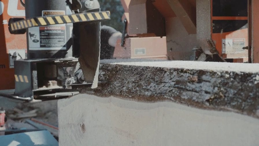 Wood-Mizer sharp blade cutting